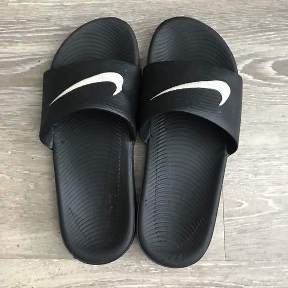 9906cba49a0d Used Nike slides youth size. M 5b3a9799534ef9fd8f0e9b95